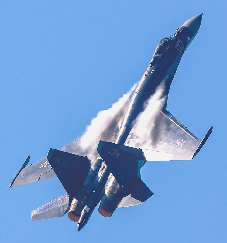 2013巴黎航展Su-35超强机动秀